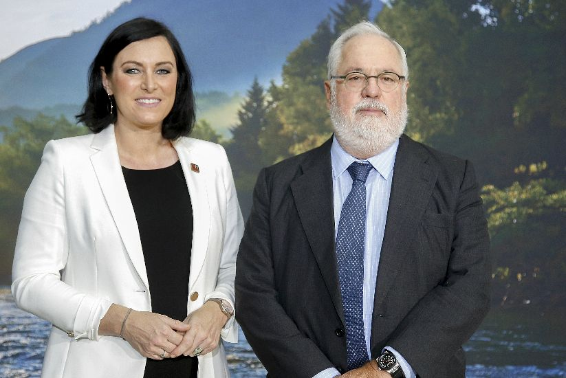 Federal Minister Elisabeth Köstinger and EU Commissioner Miguel Arias Cañete at the informal meeting of energy ministers on 18 September 2018