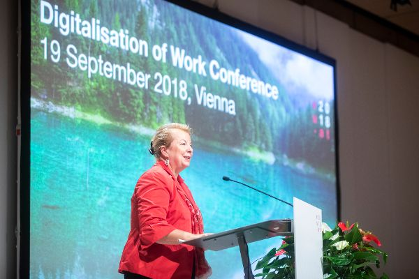 Federal Minister Beate Hartinger-Klein opens the Digitalisation of Work Conference